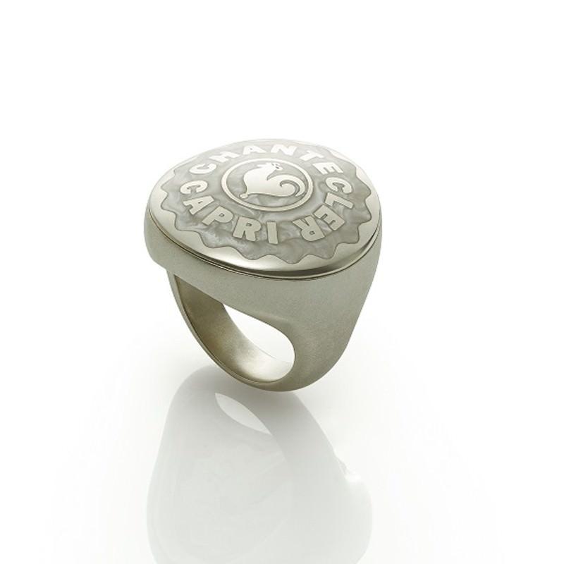 Anello chevalier grande in argento, smalto bianco perlato e gambo satinato